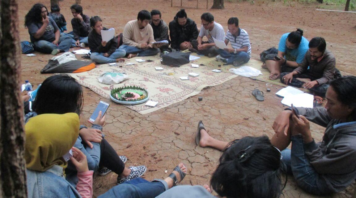 Rapat Pembahasan AD/ART Suku Sastra di Hutan Pinus, Mangunan
