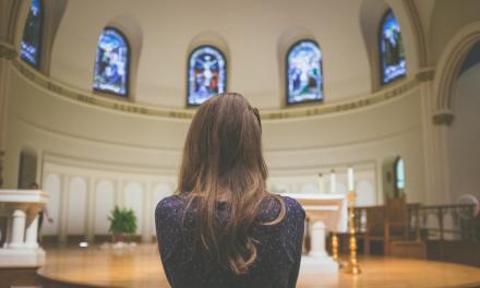 Perempuan di Balik Jendela Gereja | Cerpen Petrus Pasalima