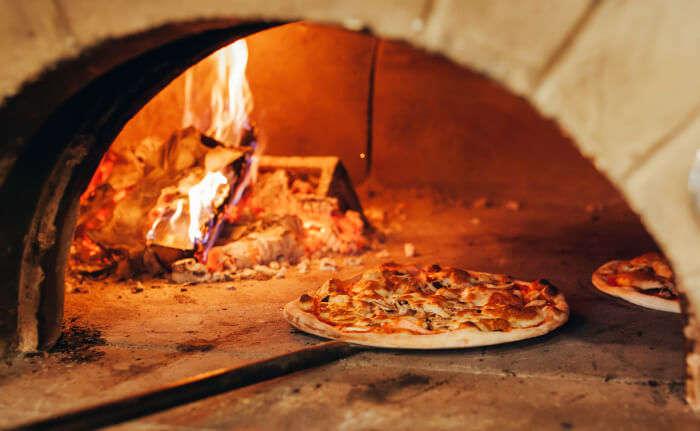Restoran Pizza   Cerpen Bulan Nurguna
